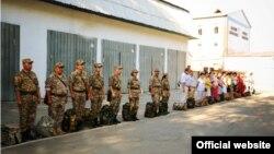 Военнослужащие и персонал на плацу. Фото сайта министерства обороны Казахстана.