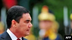 Türkmenistanyň prezidenti G.Berdimuhamedow Rumyniýanyň paýtagty Buharestde, 16-njy iýul 2008-nji ýyl.
