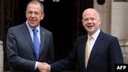 Рускиот министер за надворешни работи Сергеј Лавров и неговиот британски колега Вилијам Хаг