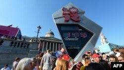 Олимпийские часы на Трафальгарской площади в Лондоне. 26 июля 2012 г