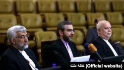 حمید عسگری (نفر اول از راست) در کنار علی باقری و سعید جلیلی، اعضای تیم مذاکرهکننده هستهای ایران در دوره محمود احمدینژاد.