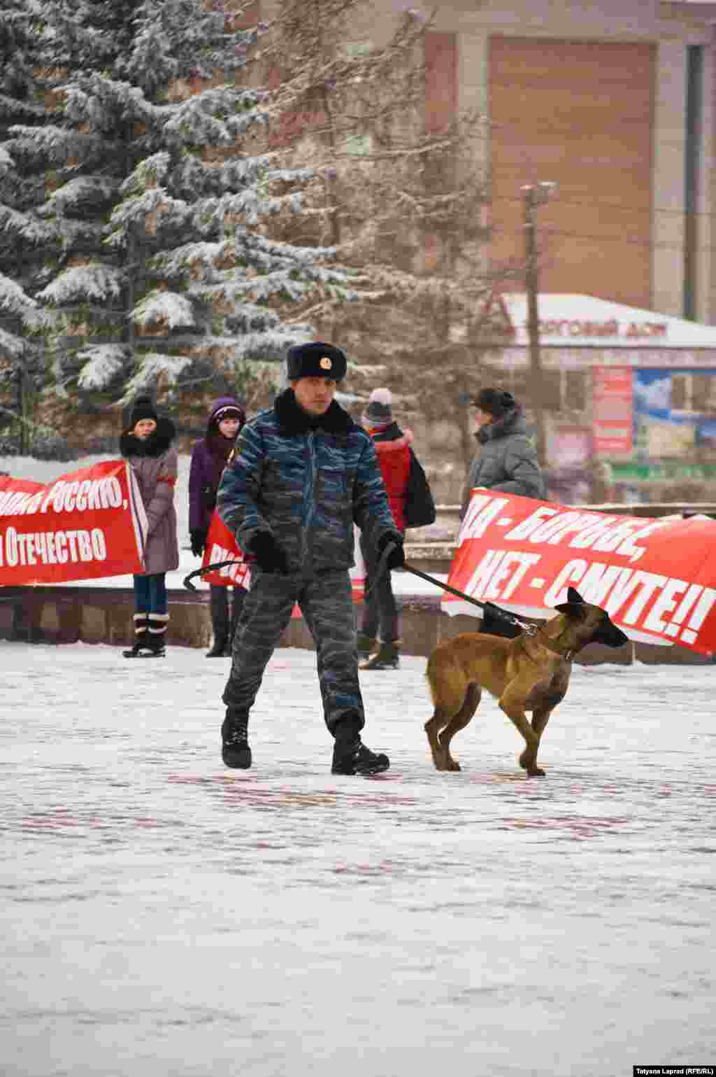 Russia -- Krasnoyarsk, mitingi 4.02.12