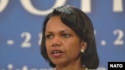 کوندولیزا رایس:«آمریکا از کشورهای ذی نفوذ می خواهد که به اقدامات معينی در قبال رژيم ايران دست بزنند تا طرح های هسته ای حکومت ايران و شبکه جهانی حمايت از تروريسم ، با ضرباتی مؤثر روبرو شود.»