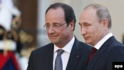 Франция президенті Франсуа Олланд (сол жақта) пен Ресей президенті Владимир Путин. Париж, 5 маусым 2014 жыл.