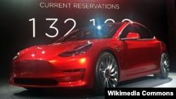 """Tesla"" firmasynyň ""Model 3"" kysymly awtoulagy."