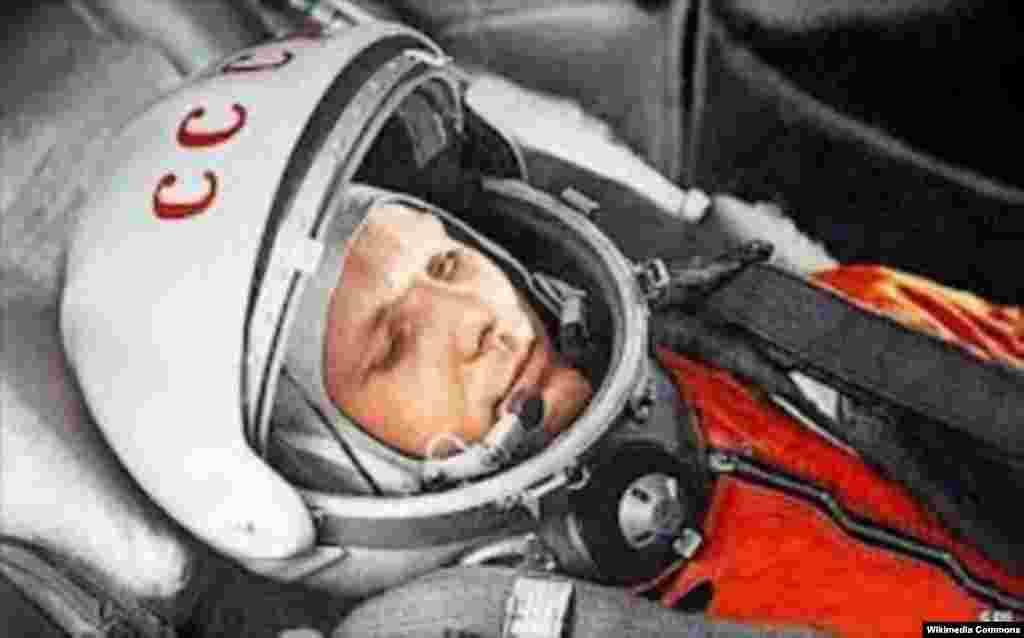 Yuri Qaqarin ilk kosmik səfərində. 1961-ci il, 12 aprel