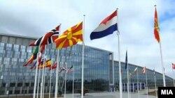 Кревање на македонското знаме пред седиштето на НАТО во Брисел