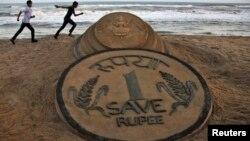 С начала года валюта Индии подешевела к доллару на 19%