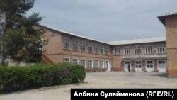 Школа имени Маткерима Рахманбердиева в селе Кызыл-Жылдыз.