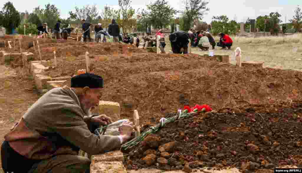 Ukraine -- Funeral krymchanina Eden Assanova found dead in an abandoned building