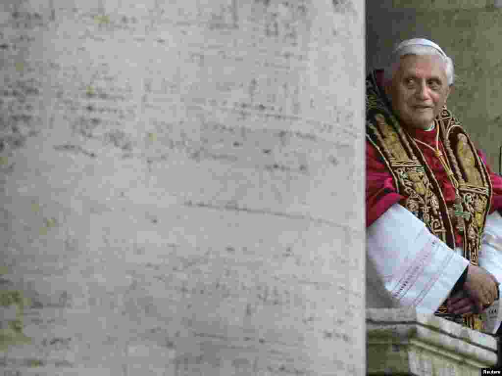 The new elected Pope Benedict XVI, known as German Cardinal Joseph Ratzinger, greets thousands of pilgrims from the balcony of the St. Peter's Basilica at the Vatican, April 19, 2005. German Cardinal Joseph Ratzinger, the strict defender of Catholic orthodoxy for the past 23 years, was elected Pope on Tuesday despite a widespread assumption he was too old and divisive to win election. REUTERS/Kai Pfaffenbach