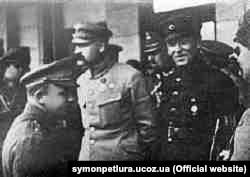 Симон Петлюра (праворуч) та Юзеф Пілсудський у Києві після взяття його спільними польсько-українськими силами у 1920 році