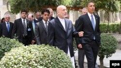 Барак Обама АҚШ ташқи сиëсатидаги устивор мақсадлардан бири Афғонистон-Покистон ҳудудларидаги жангариларни зарарсизлантириш эканини таъкидлаб келмоқда.