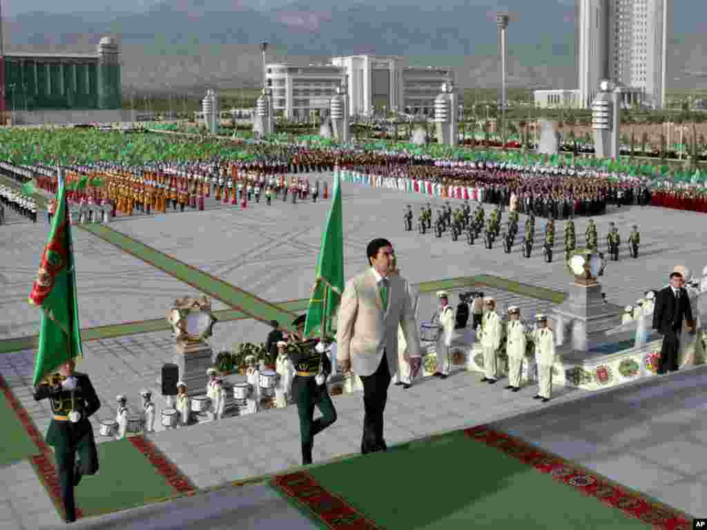 Berdymukhammedov serving as master of ceremonies during the unveiling of a new palace in Ashgabat last year. If white has become the dominant color in Turkmen celebrations, the emerald green of the Turkmen flag still serves as a close runner-up.