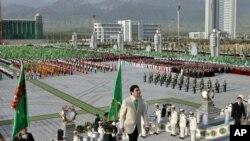 Turkmen President Gurbanguly Berdymukhamedov heads into the new palace at its unveiling ceremony in Ashgabat on May 18.