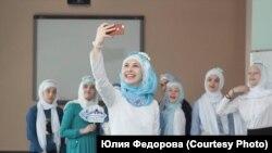 Хижаб кийген кыздар.