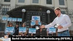 Акція біля посольства Росії, присвячена жертвам насильницьких зникнень у Криму