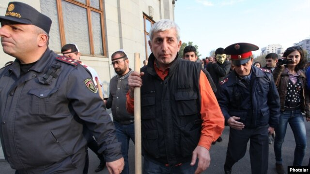Armenian opposition activist Shant Harutiunian (center -- file photo)
