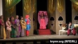 Сцена из спектакля Крымскотатарского академического музыкально-драматического театра «Если б я был султан»