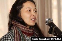 """Асель Амирова - дочь лауреата премии """"Свобода"""" за 2011 года Айжангуль Амировой, находящейся под арестом. Алматы, 24 января 2012 года."""