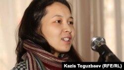 """Асель Амирова, дочь лауреата премии """"Свобода"""" за 2011 год Айжангуль Амировой, находящейся под арестом. Алматы, 24 января 2012 года."""
