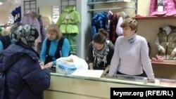 У Києві дітям переселенців Кримська діаспора допомогла придбати одяг та взуття