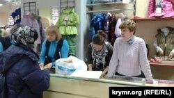 Kiyevde köçip kelgenlerniñ balalarına Qırım diasporası urba ve ilâc almağa yardım etti