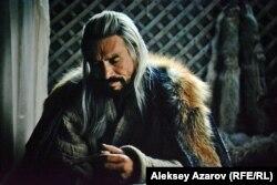Қарасай батырдың әкесінің рөлін сомдаған актер Ержан Нұрымбет.