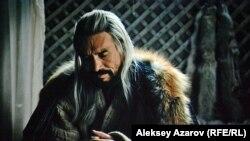 Отца Карасай-батыра, Алтыная, сыграл Ержан Нурымбет.
