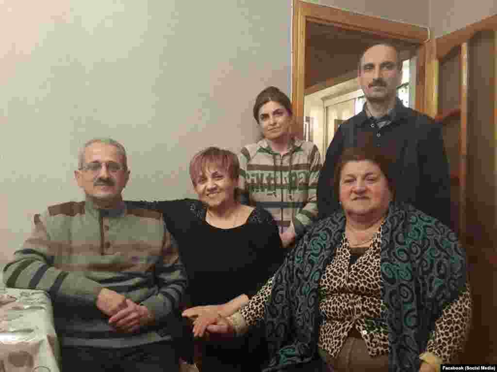 Hilal Məmmədov dostları ilə birlikdə