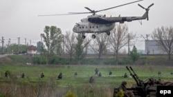 Украинский военный самолёт близ Славянска. 2 мая 2014 года.