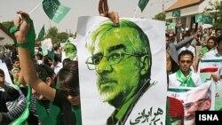 Presidential candidate Mir Hossein Musavi is welcomed in Tabriz, the main city in Iran's ethnic-Azeri northwest.
