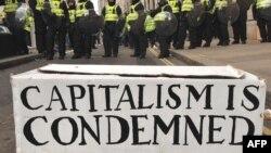 """Transparent """"Kapitalizam je proklet"""", ilustrativna fotografija"""