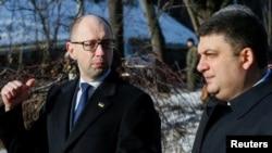Арсеній Яценюк (ліворуч) і Володимир Гройсман