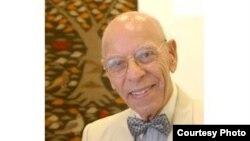 الدكتور إبراهيم عويس