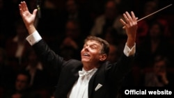 Mariss Jansons leads the Bavarian Radio Symphony Orchestra.