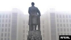 Помнік Леніну на плошчы Незалежнасьці ў Менску