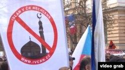 Çehiýa respublikasynda musulmanlara garşy geçirilen miting.