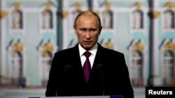 Путин Владимир.