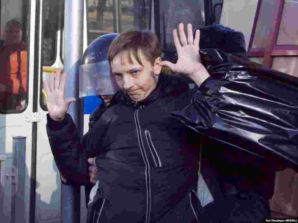 Під час розгону демонстрацій у Москві затримали 54 людини, у Санкт-Петербурзі – понад 100 осіб, в Нижньому Новгороді – за різними даними, від 10 до 15.