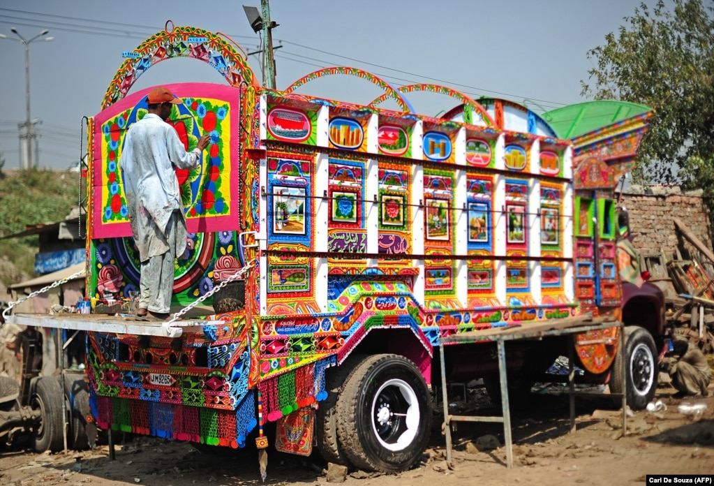 The finishing touches being daubed onto a jingle truck in Rawalpindi. Finely detailed trucks like this can take weeks to complete.