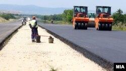Архивска фотографија: Градежни активности на автопатот Миладиновци - Штип
