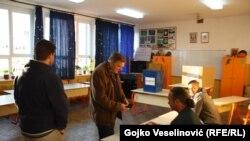 Građani glasaju na referendumu