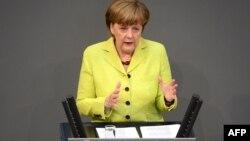 Германия канцлері Ангела Меркель Бундестагта сөйлеп тұр. Берлин, 21 мамыр 2015 жыл.