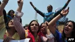 Әтектер мен трансгендерлер шеруі. Пәкістан, Пешавар, 2011 жыл.