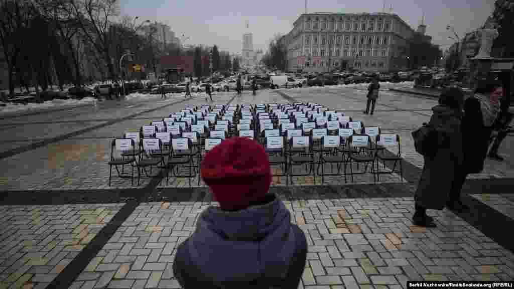 15 ноября в Киеве прошла акция «Пустые стулья» в поддержку украинских политзаключенных в России и на неподконтрольных Киеву территориях Донбасса