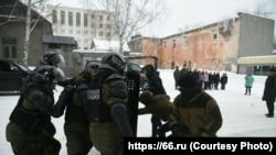 Школьникам в Екатеринбурге показывают разгон беспорядков