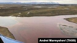 29 травня в Норильську стався розлив понад 20 тисяч тонн дизельного палива, яке потрапило в дві річки – Далдикан і Амбарна, а звідти в озеро Пясино