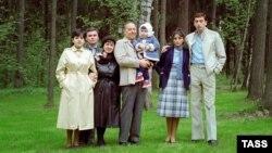 Алиев Гейдар шен доьзалца. 1983ш