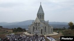 Nagorno Karabakh -- The collective wedding of several hundred couples outside an Armenian church in Shushi, 16OCT2008